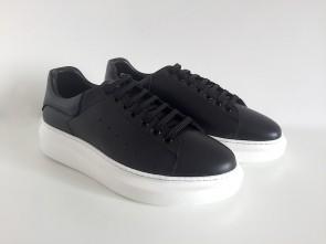 Sneaker in vitello nero
