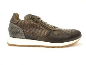 Sneakers in vitello fango